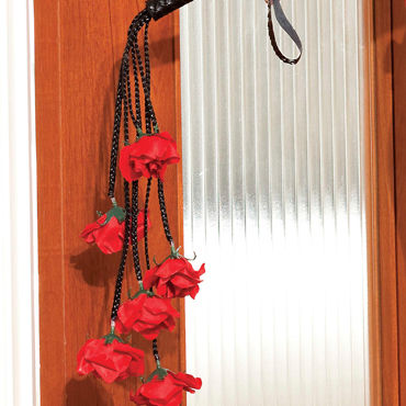 Shirley плетка С розочками на кончиках хвостов
