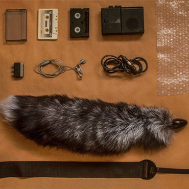 Wild Lust анальная пробка, 32 мм Черная, с лисьим черно-бурым хвостом