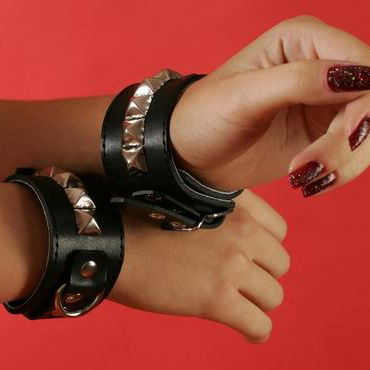 Podium наручники Узкие, с пуклями в виде пирамидки t passion кокетка белое