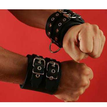 Podium Манжеты фиксирующие, черные С двумя ремешками для застегивания sportsheets satin and lace lovers kit красно черные сатиновые наручники и маска