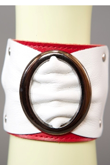 Podium Браслет, красно-белый Декорирован овальной пряжкой