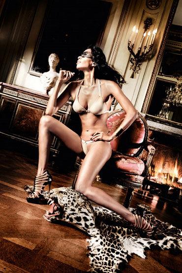Baci комплект, светло-бежевый С металлическими кольцами livia corsetti praline боди комбинезон