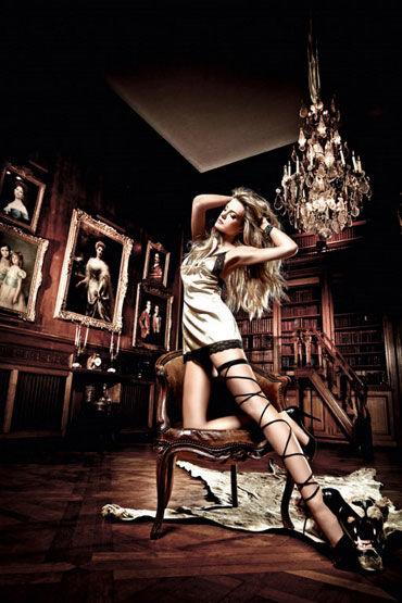 Baci мини-платье, золотисто-черное С нежной кружевной отделкой forplay lingerie комплект фиолетовый кружевной с черными бантиками